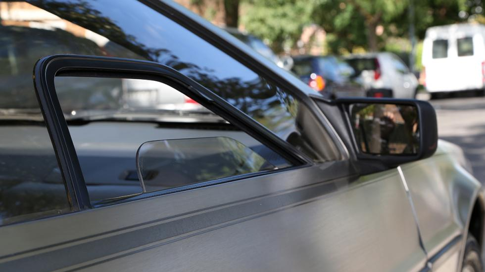 Prueba-DeLorean-DMC-12-ventanilla-abierta