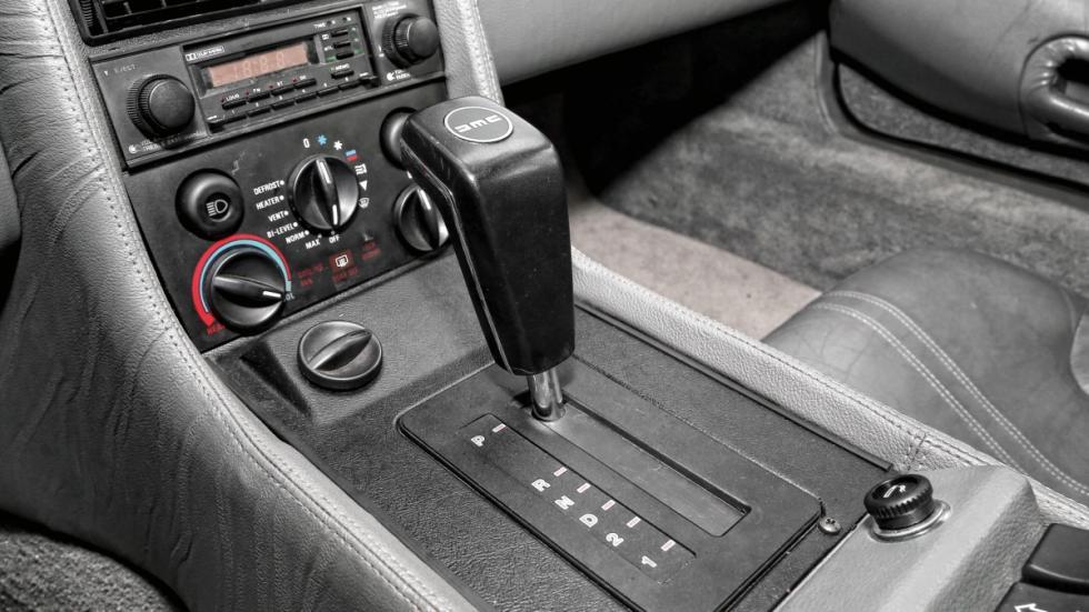 Prueba-DeLorean-DMC-12-consola-cambio-automático