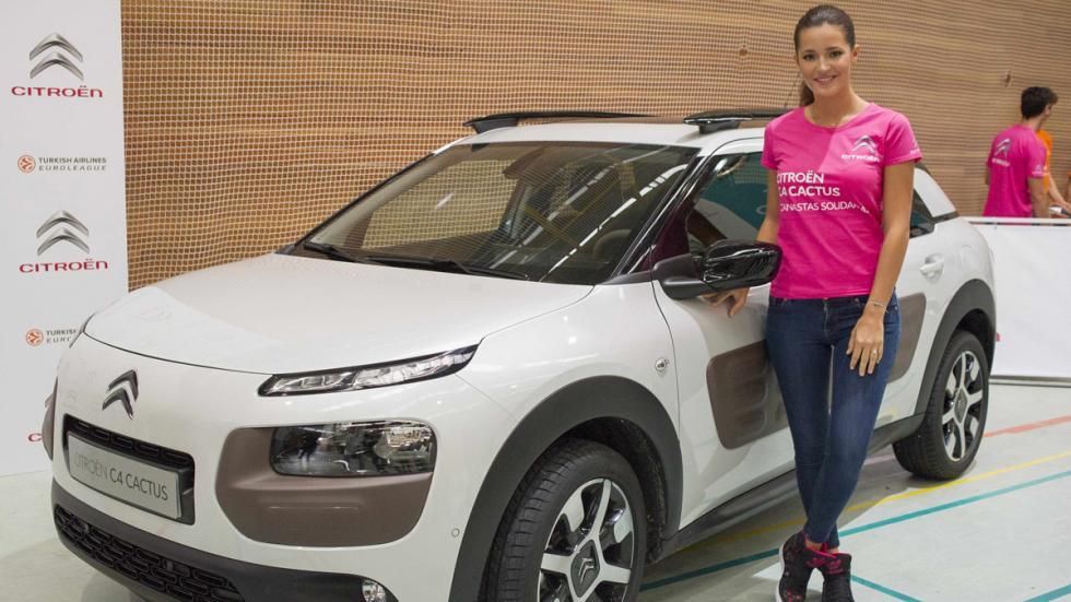 Malena Costa, junto al C4 Cactus Canastas Solidarias Citroën C4 Cactus