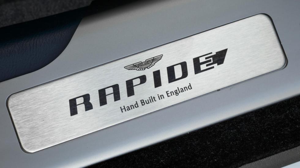 Aston Martin Rapide electrico placa
