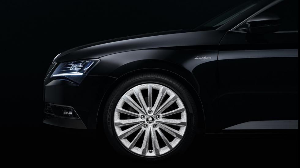 Skoda Superb Black Crystal rueda