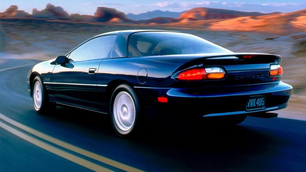 chevrolet-camaro-más-rápidos-Z28-ss-2002-zaga