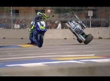 Rossi-Schumacher-accidente-Damon-Hill