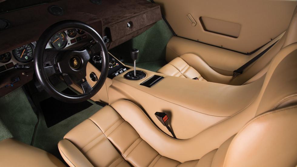 Lamborghini Countach LP400 S Verde interior