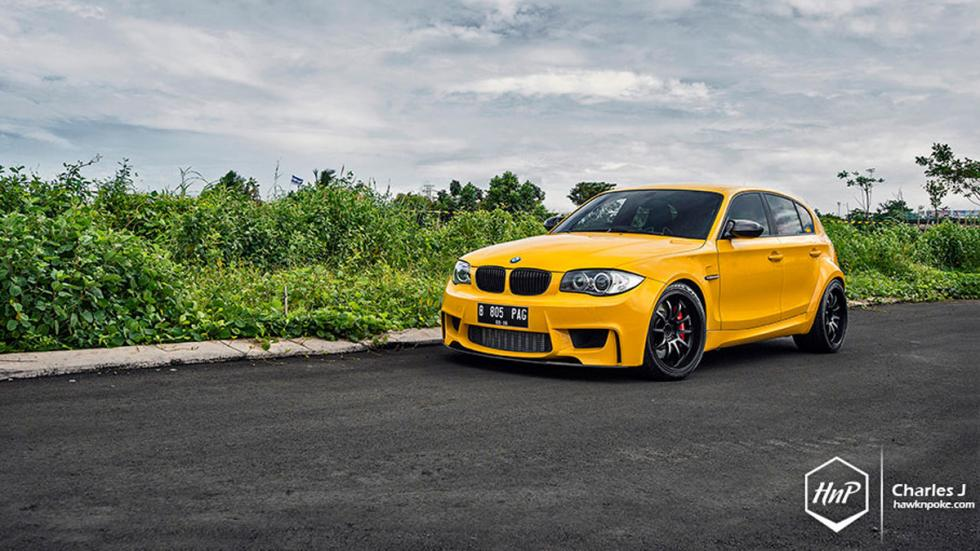 BMW 1M hatchback amarillo