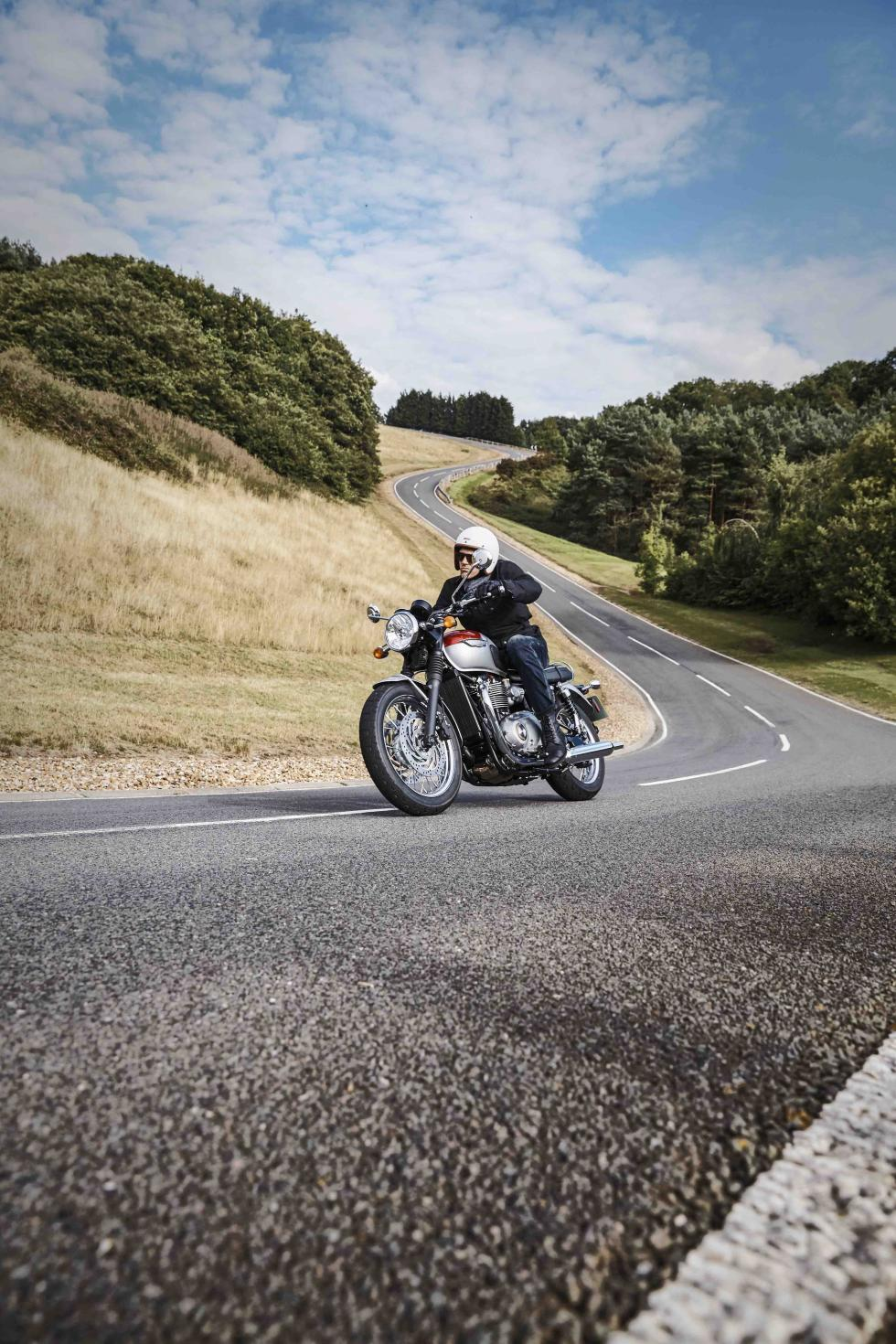 Triumph-Bonneville-T120-2016-Black