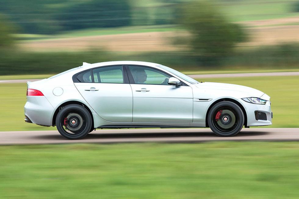 Jaguar XE barrido