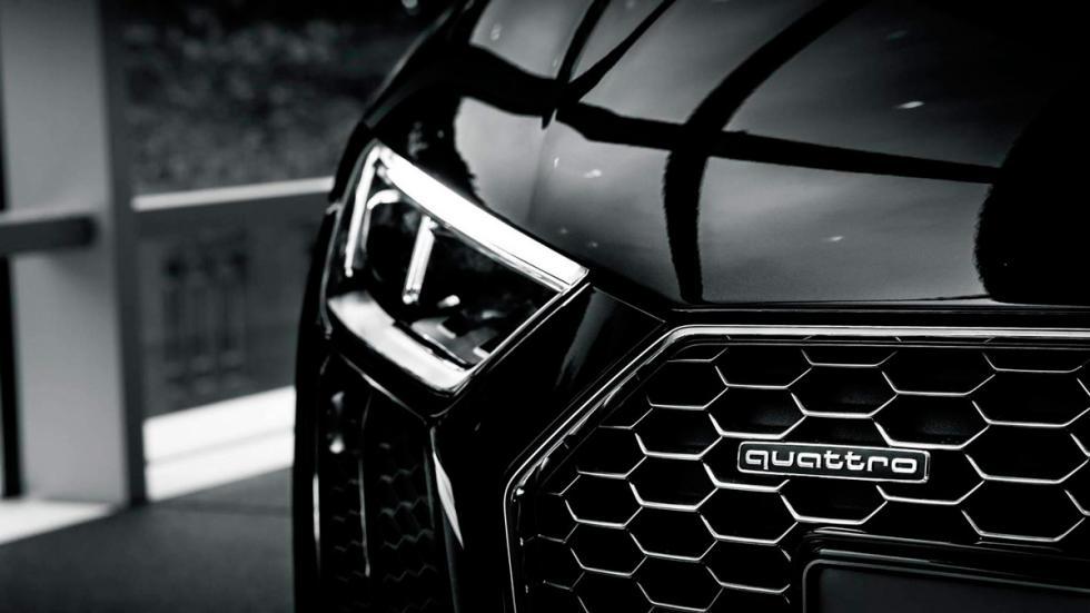 Audi R8 V10 negro faro