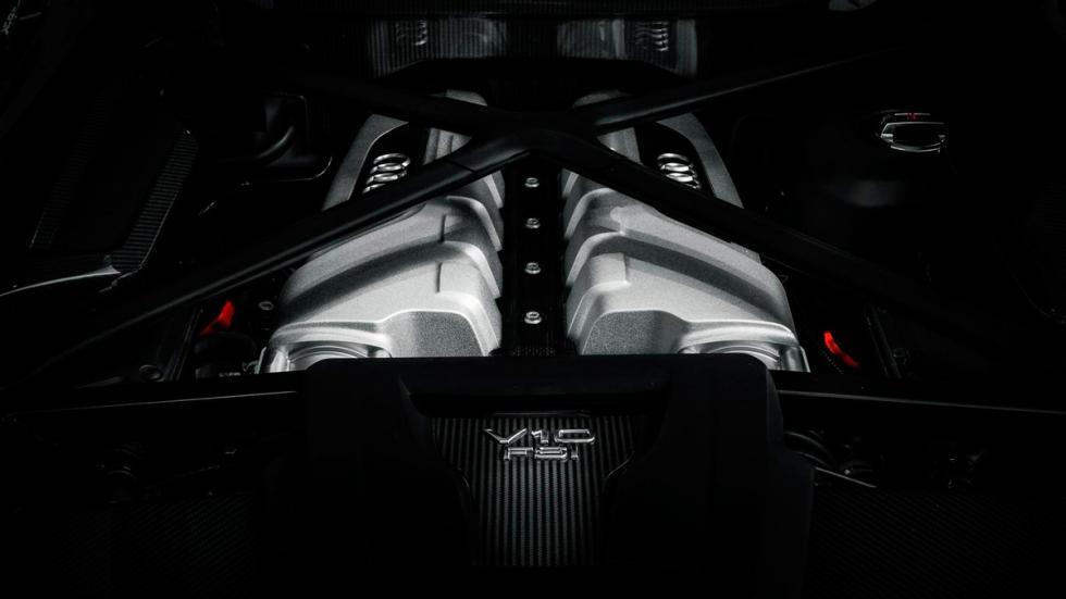Audi R8 V10 negro motor