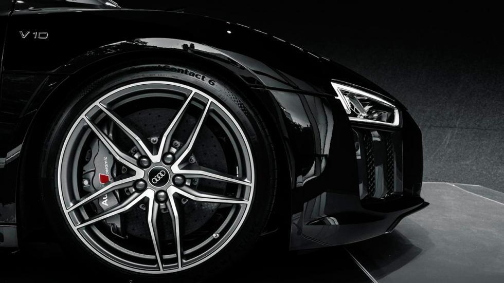 Audi R8 V10 negro rueda