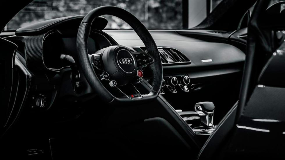 Audi R8 V10 negro salpicadero