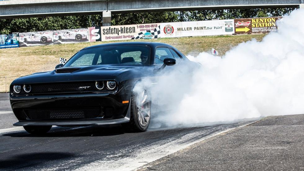 mejores-coches-persecución-película-dodge-challenger-hellcat-humo