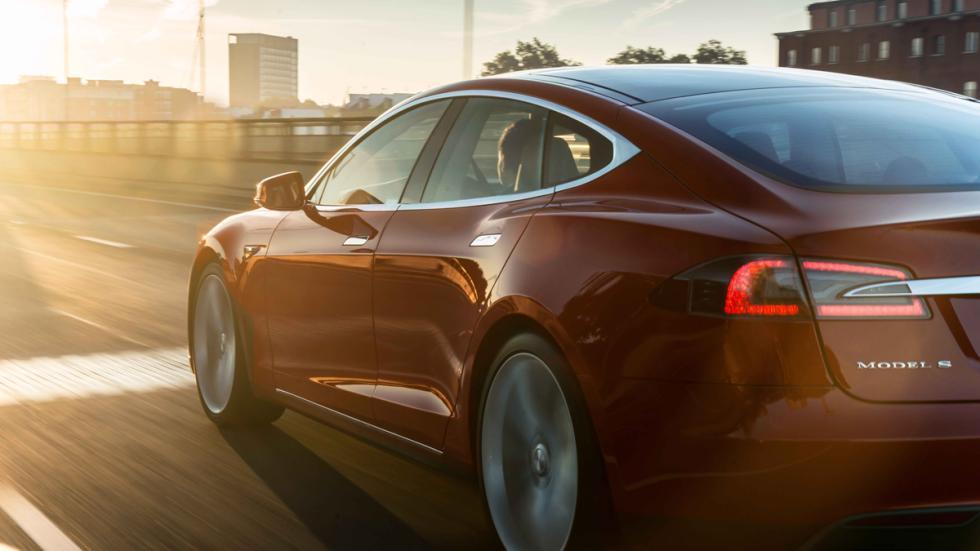 mejores-coches-persecución-película-tesla-model-s-zaga