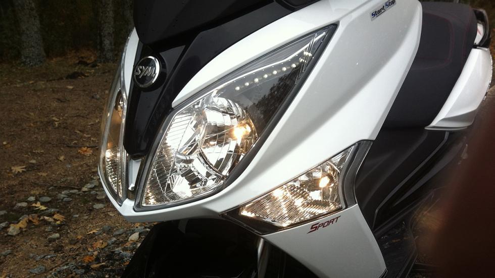 Prueba-SYM-Joymax-300-i-Sport-ABS-Start-Stop-iluminación-antiniebla