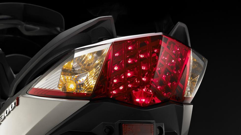 Prueba-SYM-Joymax-300-i-Sport-ABS-Start-Stop-piloto-trasero-LED