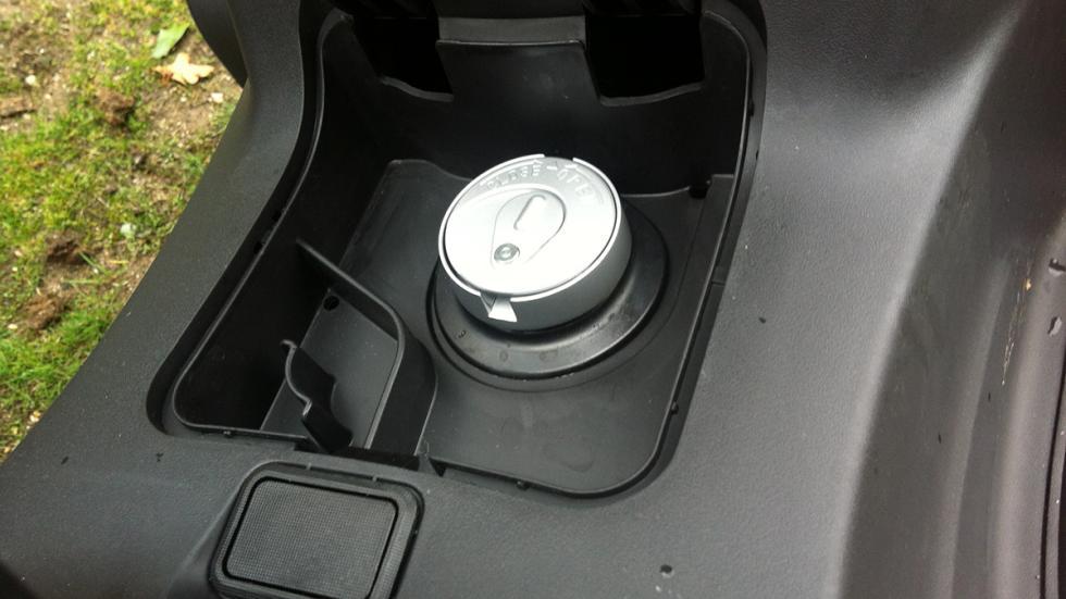 Prueba-SYM-Joymax-300-i-Sport-ABS-Start-Stop-boca-llenado