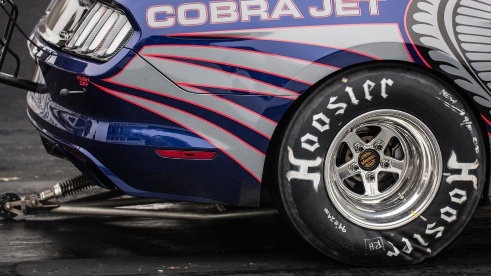Ford-Mustang-Cobra-Jet-2016-barra-anti-caballitos