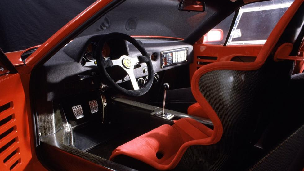 peores-coches-atasco-Ferrari-F40-zaga
