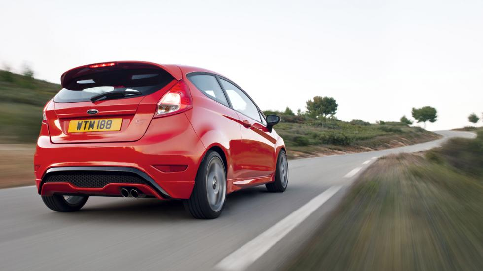 coches-divertidos-conducir-mercado-Ford-Fiesta-ST-zaga