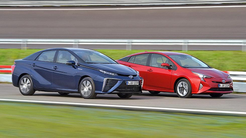 Duelo en familia: Toyota Prius vs Toyota Mirai