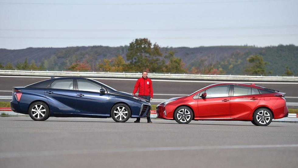 Toyota Prius 2015 y Mirai redactor