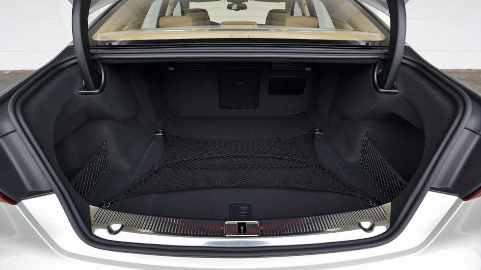 Audi A8 maletero