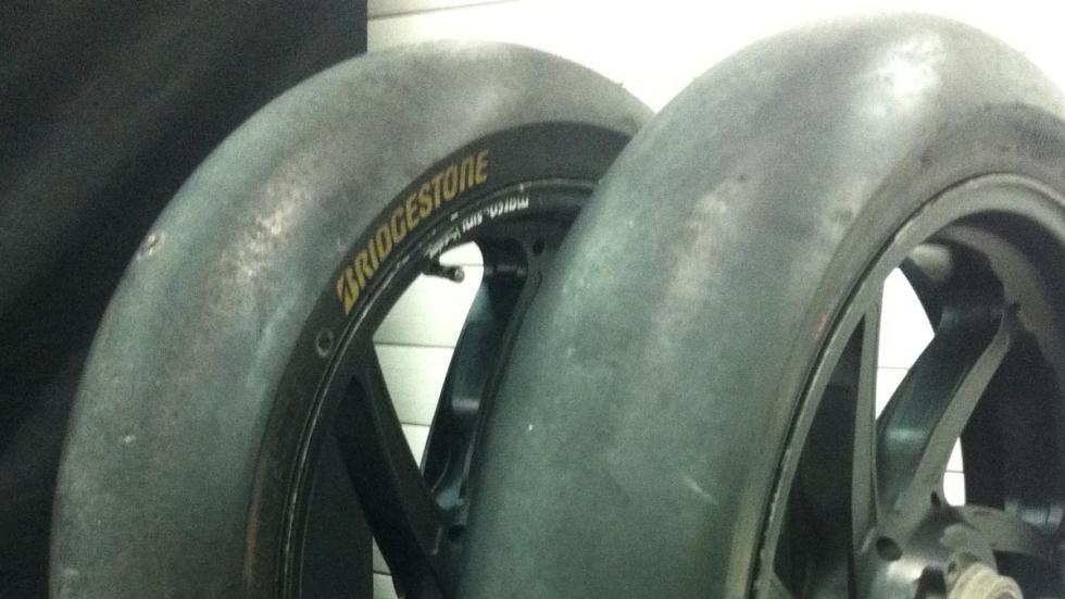 Box-MotoGP-Pramac-Cheste-GP-Valencia-2015-neumáticos-Bridgestone