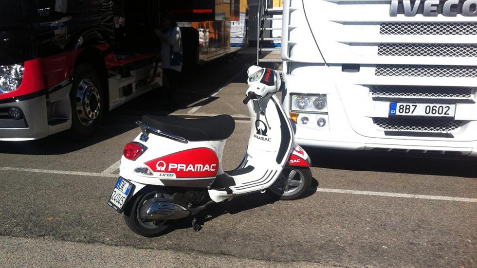 Box-MotoGP-Pramac-Cheste-GP-Valencia-2015-Vespa