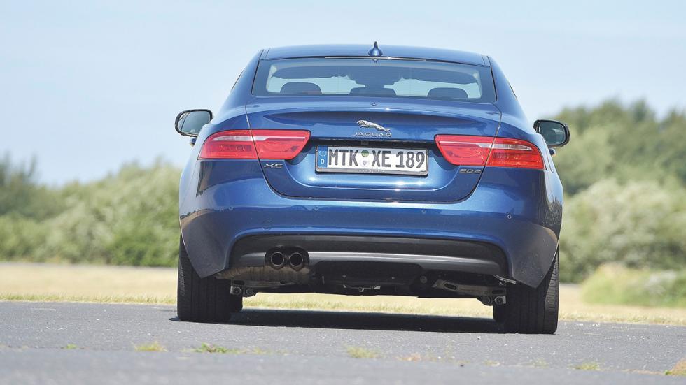 Jaguar XE trasera