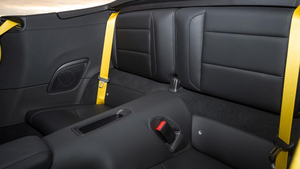 Porsche 911 Carrera S Cabrio 2015 plazas traseras