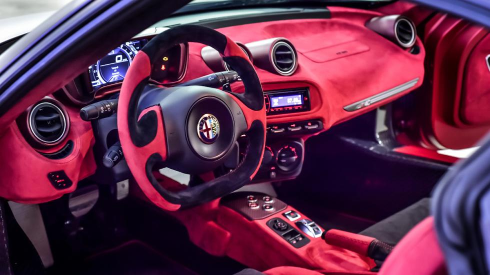 Alfa-Romeo-4C-La-Furiosa-interior