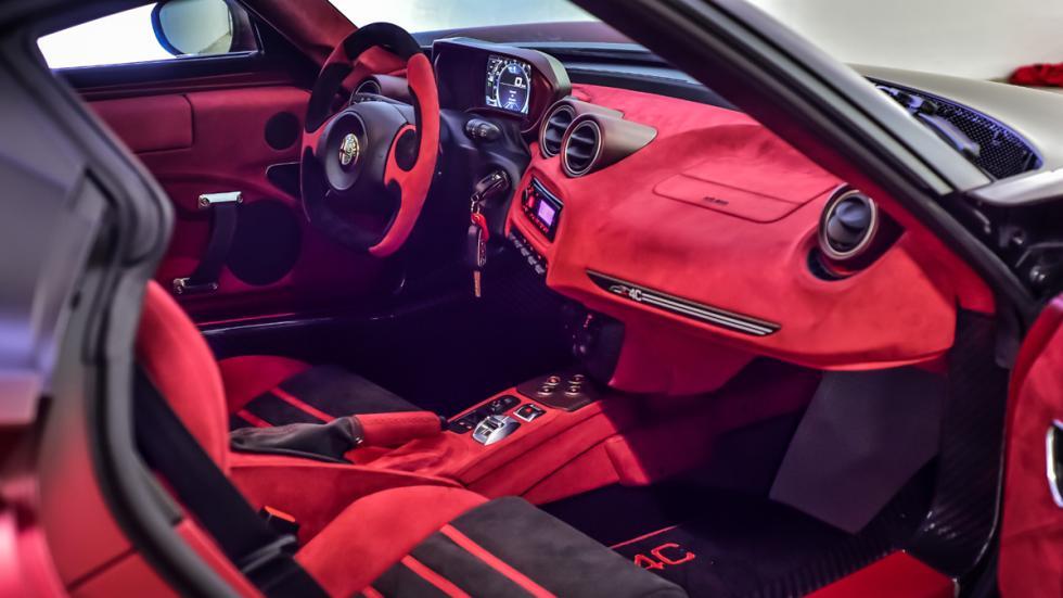 Alfa-Romeo-4C-La-Furiosa-salpicadero