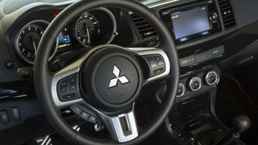 Mitsubishi Lancer Evo Final Edition salpicadero