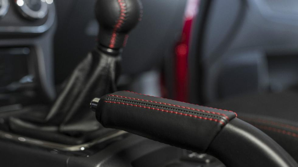 Mitsubishi Lancer Evo Final Edition detalles interior