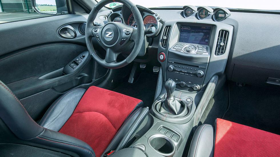 Nissan Nismo interior