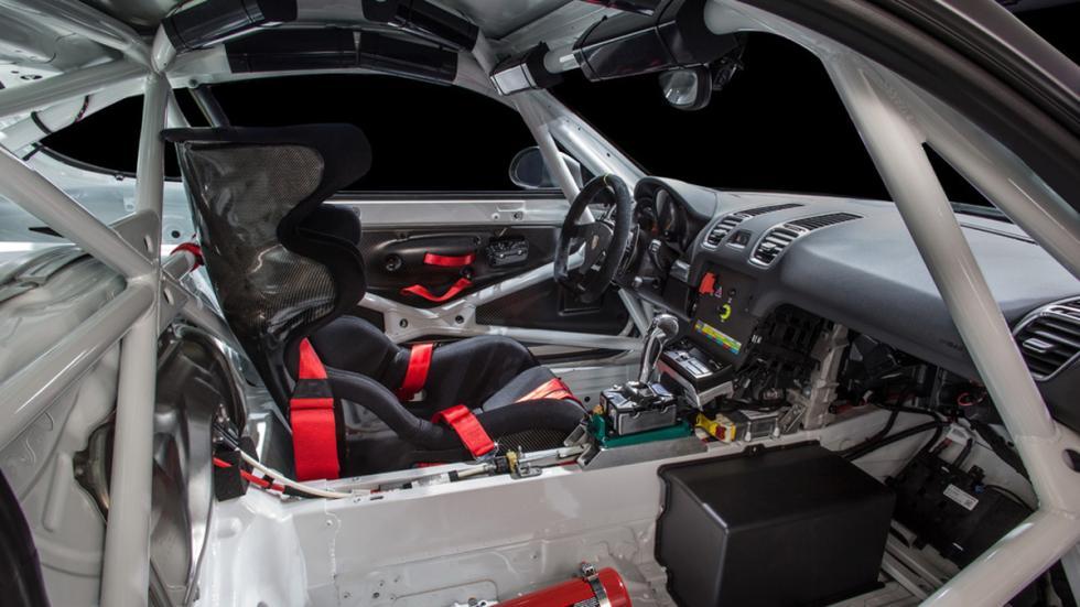 Porsche Cayman GT4 Clubsport interior