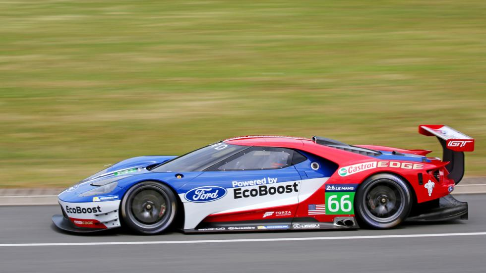 Ford GT GTE curva