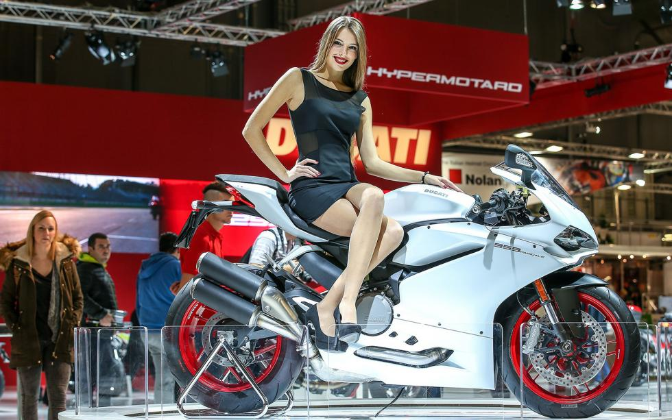 las chicas del eicma 2015 belle ragazze motos. Black Bedroom Furniture Sets. Home Design Ideas