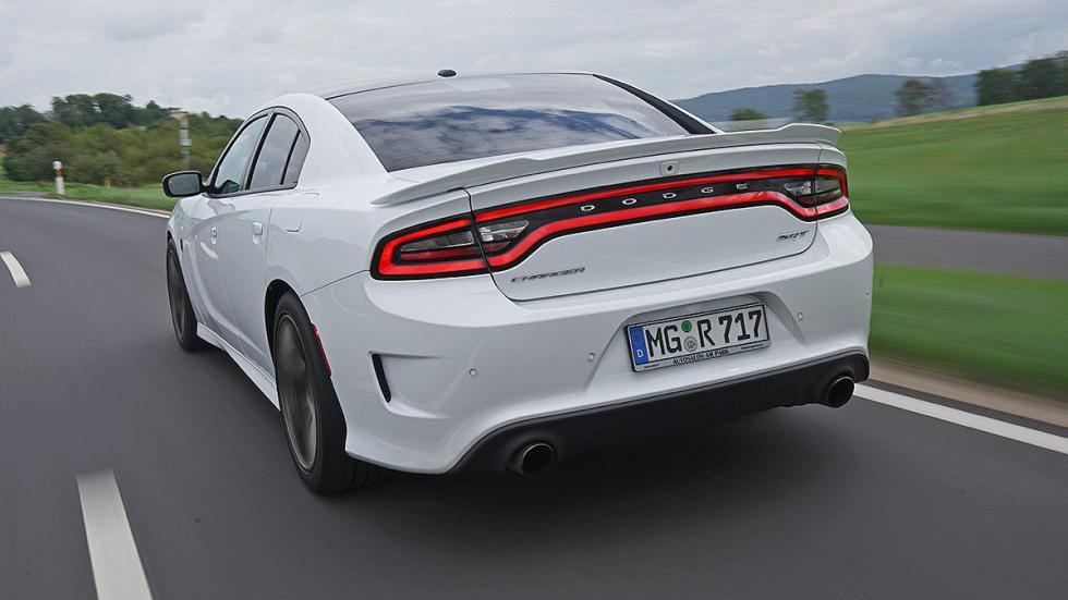 Dodge Charger Hellcat zaga dinámica