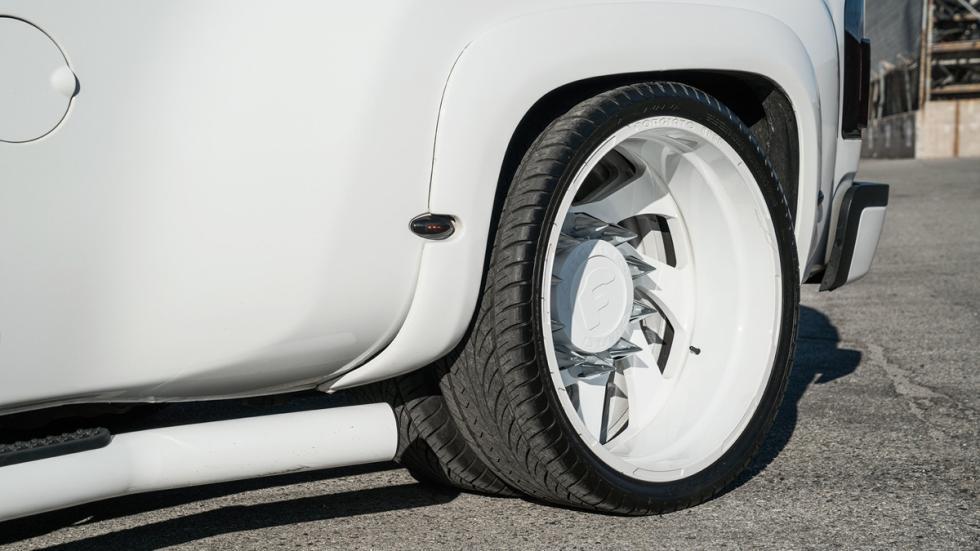 Chevrolet Silverado Forgiato 26 llanta trasera