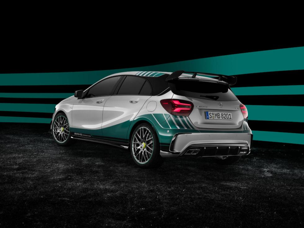 MERCEDES AMG PETRONAS 2015 World Champion Edition tres cuartos traseros