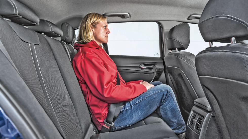 BMW 116i asientos traseros