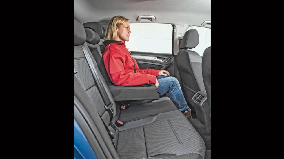 Volkswagen Golf 1.0 TSI asientos traseros