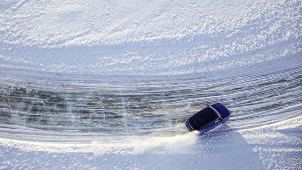 Range Rover Sport SVR sobre hielo 3