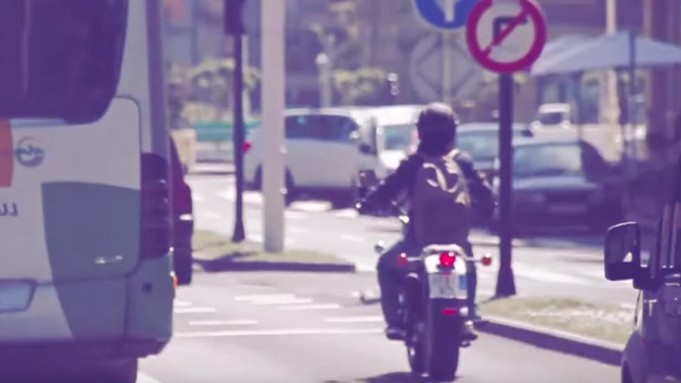 Motos-125-con-marchas-ciudad-semáforo-tráfico