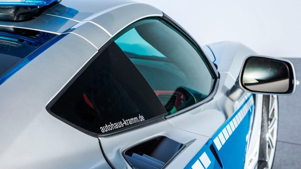 Corvette de la policía alemana retrovisor