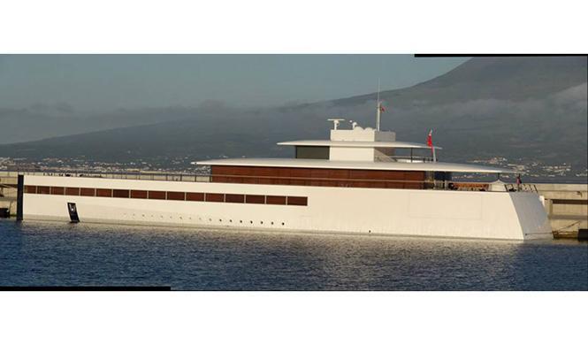 Barco de Steve Jobs diseñado por Starck