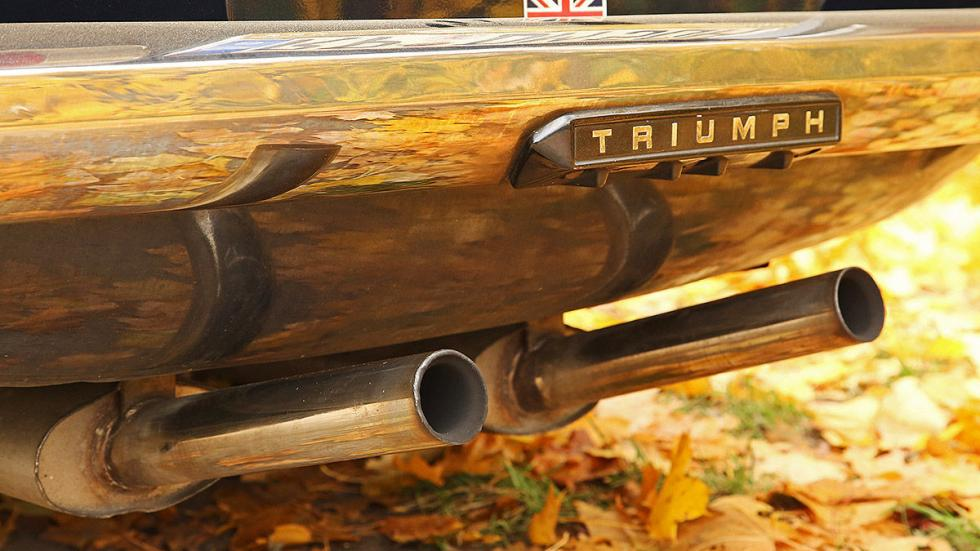 Triumph TR detalle escapes