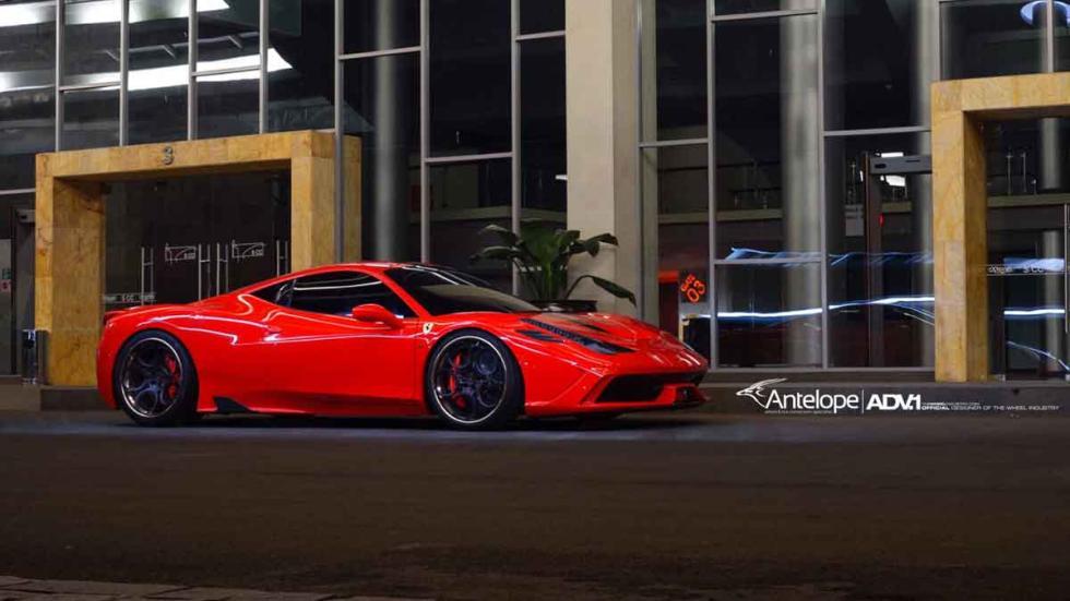 Ferrari 458 Speciale con neumáticos ADV lateral