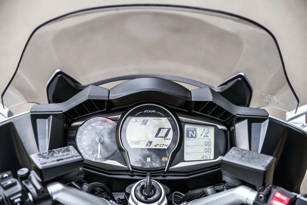 Yamaha-FJR-1300-2016-cuadro-instrumentos